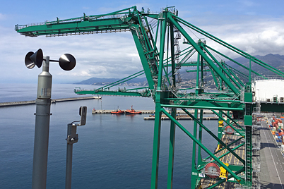 STS crane with igus® e-chains® and chainflex® cables